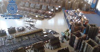Más de 10.000 las armas en el arsenal de guerra intervenido en Cantabria,...