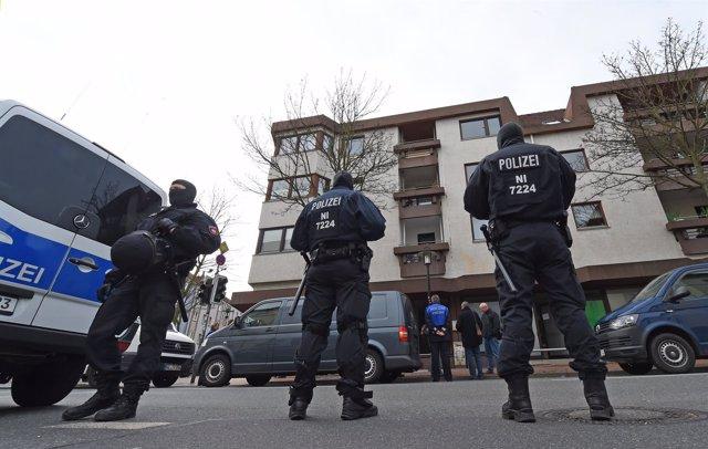 Registro policial en una asociación salafista