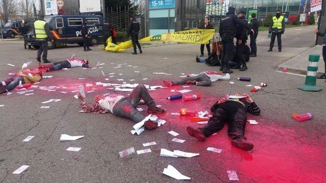 Concentración contra la feria de seguridad Homsec