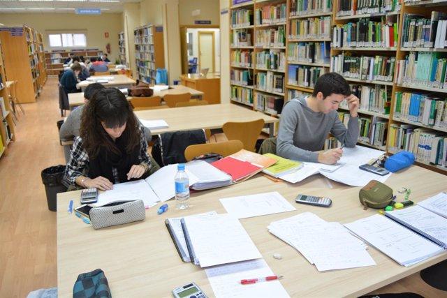 Biblioteca, estudiantes, exámenes