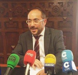 Luis Rey durante la rueda de prensa