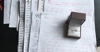 Le escribió cartas a su novia durante tres años: al juntarlas se llevó la...