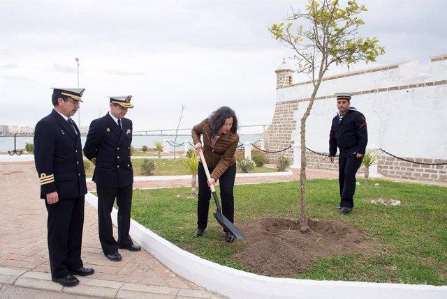 Diputación dona 284 plantas a la Base Naval de Puntales