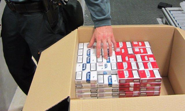 Incautan 199 cajetillas de tabaco ocultas en una maleta