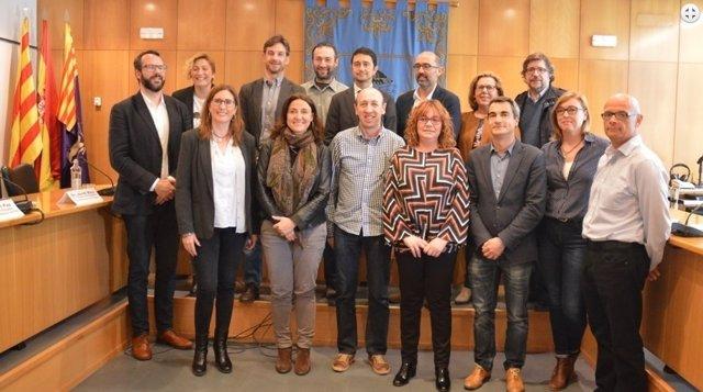 Representantes de diez municipios del Vallès Occidental y el Baix Llobregat