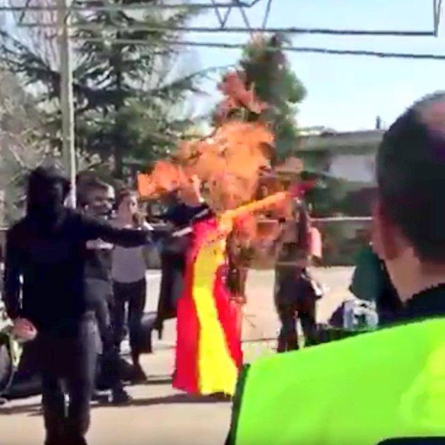 Quema de una bandera española en la UAB