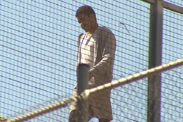Preso de La Model de Barcelona sugido al tejado de la cárcel