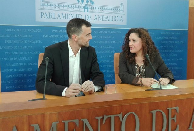 Antonio Maíllo e Inmaculada Nieto, de IU, en rueda de prensa