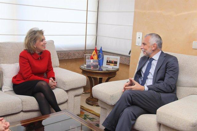 La delegada del Gobierno, junto al embajador de Italia en España