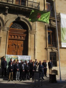 El izado de la bandera abre los actos conmemorativos del Día de la Provincia.