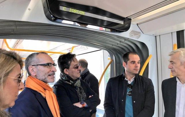 El portavoz de la Asamblea, Ignacio Aguado, en el interior del Metro Ligero