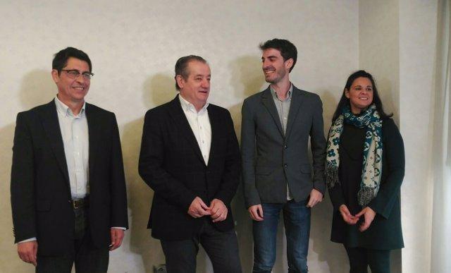 Pablo Simón junto a los diputados de Ciudadanos.