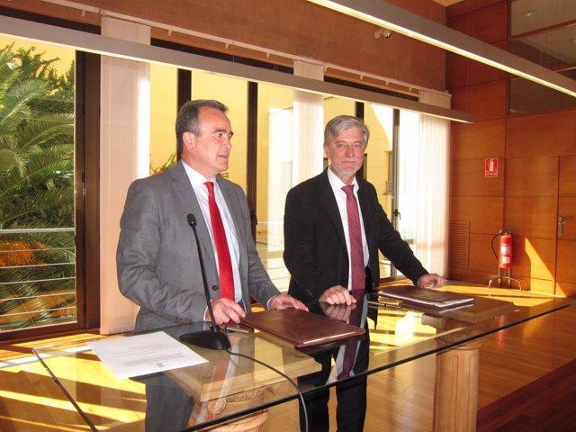 Sánchez Quero y Santisteve, antes de firmar el acuerdo sobre barrios rurales