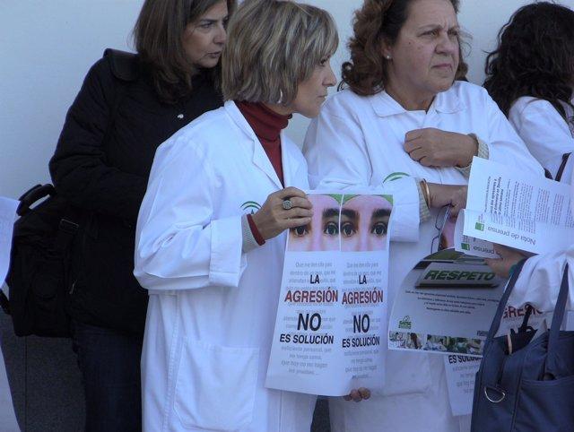 Concentración para rechazar la agresión a un sanitario