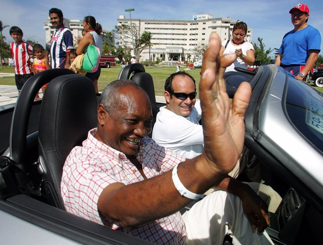 Former boxer Rodrigo Valdez of Colombia (L) greets fans during a tour in Cancun