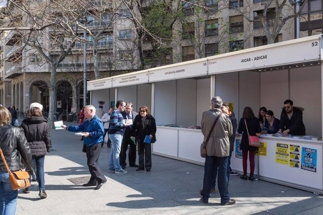 Casetas el Día del Consumidor en plaza Aragón