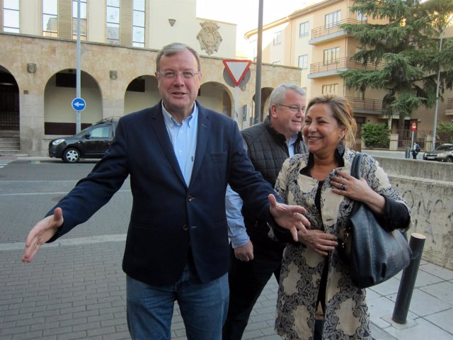 Antonio Silván junto a Rosa Valdeón en su visita a la sede del PP en Salamanca