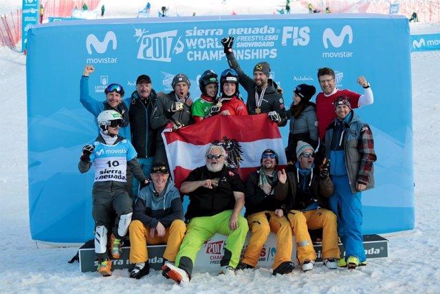 Los Esquiadores Austríacos Andreas Prommegger Y Daniela Ulbing