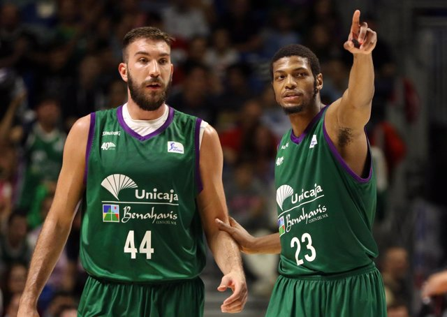 Dejan Musli y Brooks Jeff Unicaja contra Baskonia