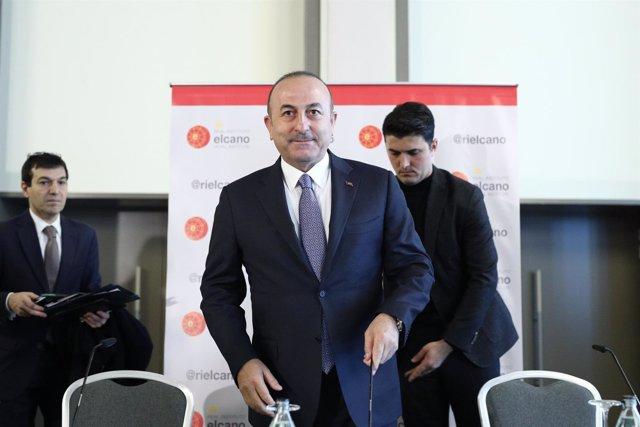 Conferencia del ministro turco de Exteriores, Mevlüt Cavusoglu