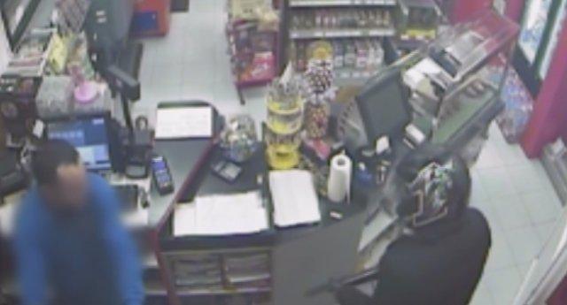 Detenido un padre y un hijo que atracaban gasolineras con una escopeta recortada