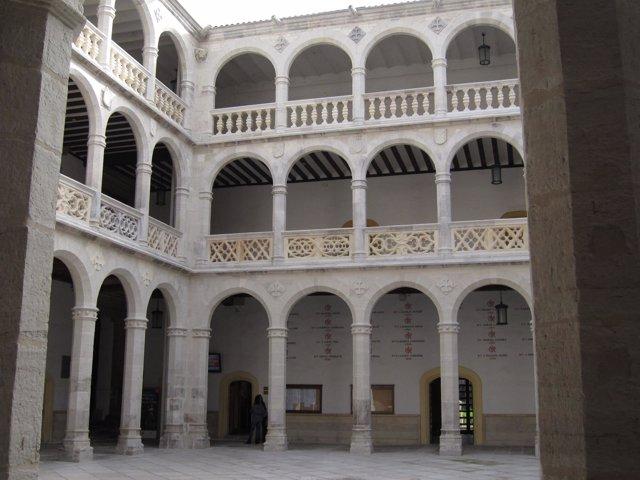 Interior Del Palacio Santa Cruz De Valladolid