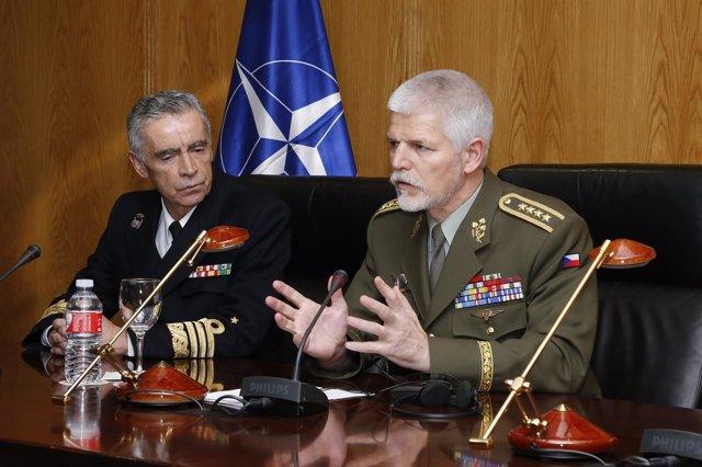 El general Petr Pavel junto al JEMAD en rueda de prensa