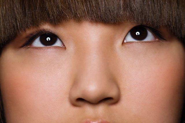 Nariz, ojos, flequillo