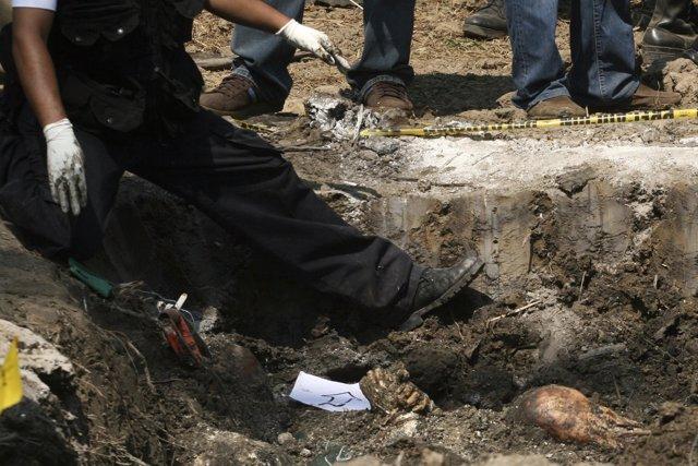 Fosa de 18 cadáveres en en México