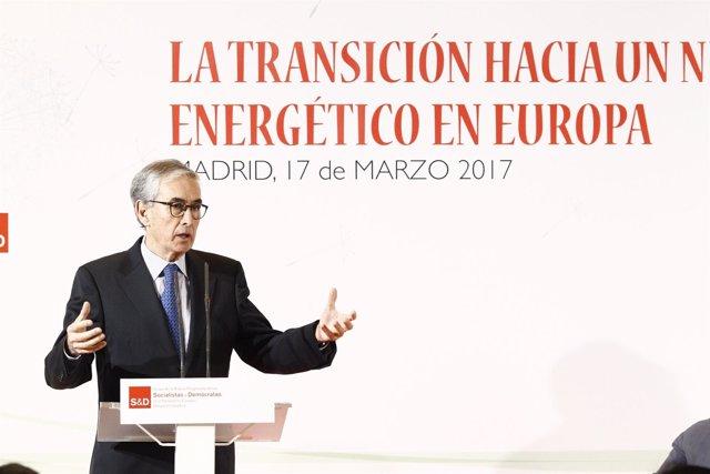 Ramón Jáuregui interviene en una jornada
