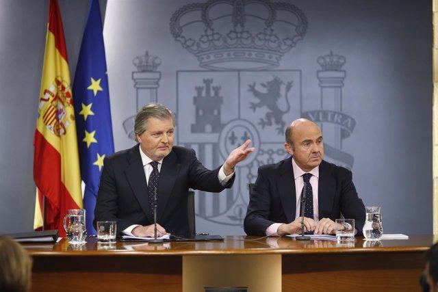 Iñigo Méndez de Vigo y Luis de Guindos en la rueda de prensa