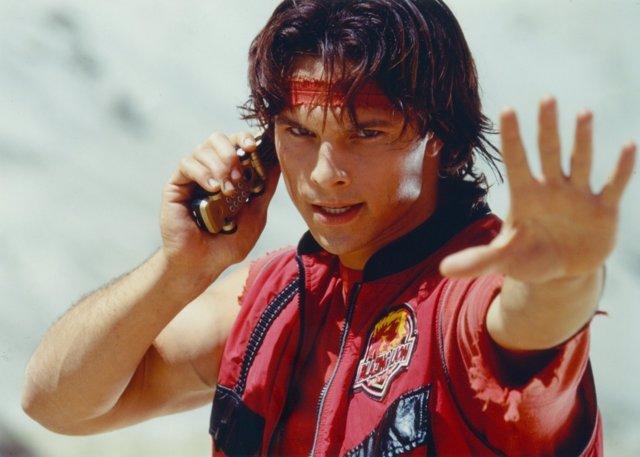 Detienen al Power Ranger Rojo por asesinar a su compañero de piso
