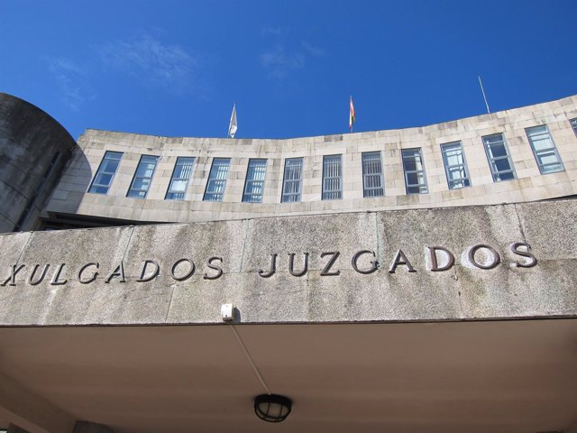 Juzgados De Santiago, En Fontiñas