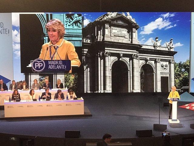 Aguirre, emocionada en su intervención