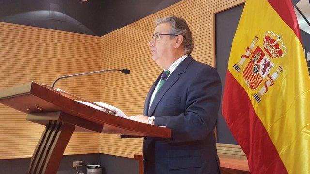 Zoido reacciona al posible desarme de ETA antes del 8 de abril de 2017