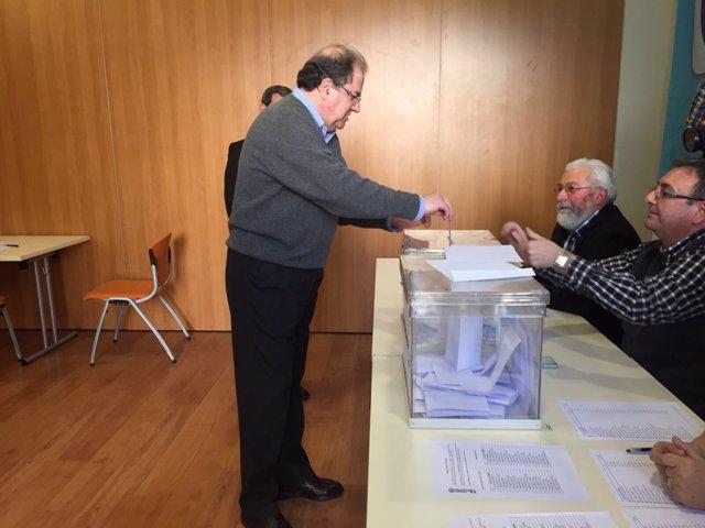 Burgos.- Herrera, durante la votación en Burgos
