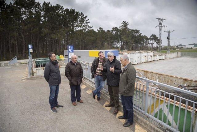 Visita del gerente de Cogersa al punto limpio de Castropol.
