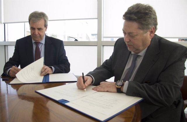 De la Sierra firma un convenio con la Casa de Cantabria en Madrid