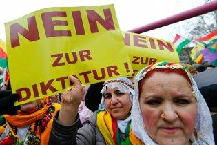 Manifestación kurda en Frankfurt