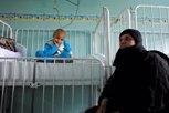 Niña recibe tratamiento contra el cáncer en Siria
