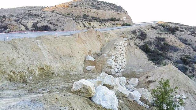 La carretera que discurre por la Rambla de Oria mejorará su seguridad.