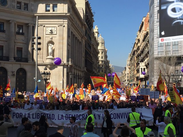 Manifestación de SCC contra el independentismo por la Via Laietana de Barcelona