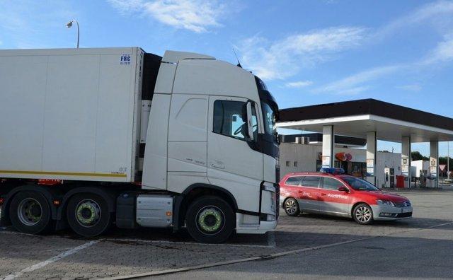 Camión inmovilizado tras la detención del chofer