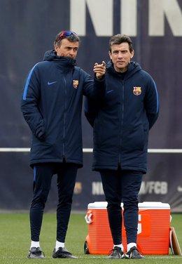 El segundo técnico del Barcelona, Juan Carlos Unzué, y el primero, Luis Enrique