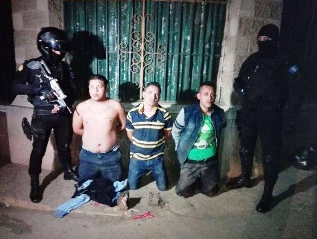Detenidos tras varios ataques contra comisarías de Policía en Guatemala