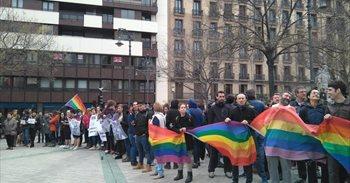 Reciben con huevos y golpes en Pamplona al autobús de Hazte Oír al grito...