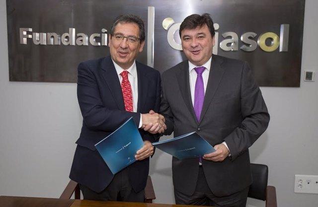 El presidente de la Fundación Cajasol, Antonio Pulido, y Gabriel Cruz.