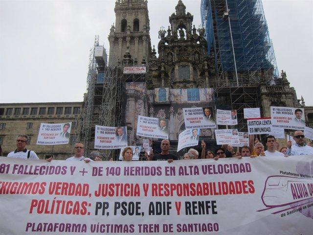 Concentración de víctimas del Alvia en el Obradoiro en el segundo aniverasario