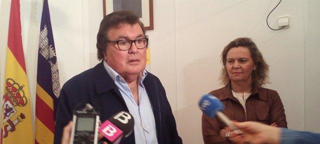 El presidente de la FFIB, Miquel Bestard, y la delegada del Gobierno,Maria Salom