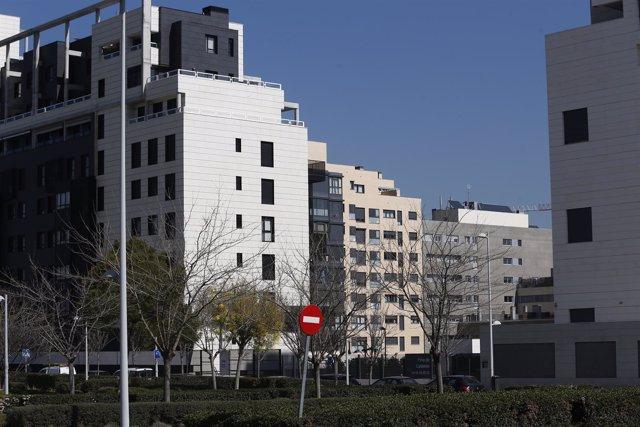 El tipo de inmueble más demandado ronda los 97.500 euros y los 80 metros cuadrados, según pisos.com